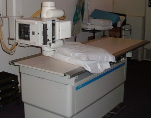 1280px-X-ray_table (2)